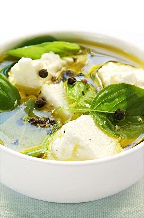 Козий сыр с оливками, лимоном и тмином