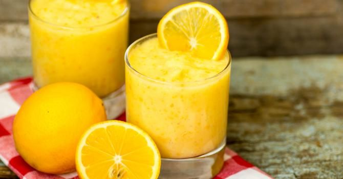 Smoothie brûle-graisses à l'orange et au citron