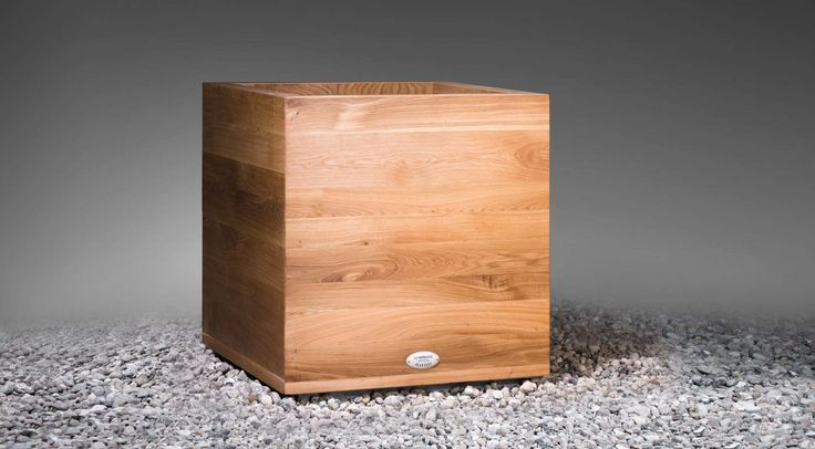 Symphonie Planters - CANTIGA planters have a very simple yet elegant cube shape. Their simplicity and timeless design fits well in a variety of environments and looks particularly good with contemporary arrangements.