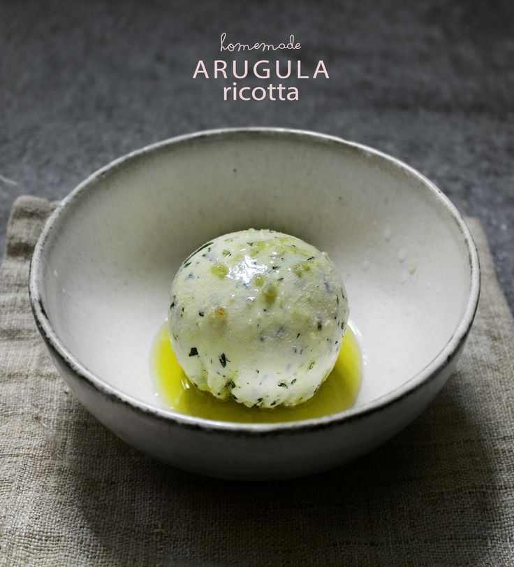 Homemade ricotta flavoured with arugula