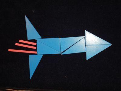 Raketten gemaakt met constructieve driehoeken - Montessorinet