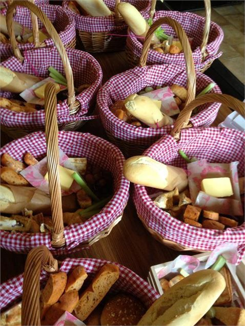 Picnic Basket Breakfast Ideas : Rustic picnic basket wedding breakfast catering