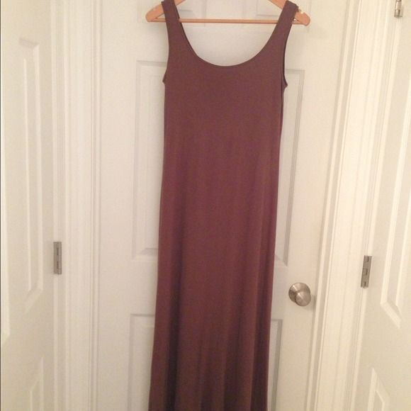 Club Monaco Coconut Brown Maxi Dress Sz S/P This dress is a great dress for the Southern heat. From Club Monaco, this is a coconut brown maxi dress with a built in shelf bra. It also has the snaps to secure a bra strap in place. I love this dress but I never wear it anymore. It looks great layered with the gold sweater I have listed also from Club Monaco. This dress is a size S, but it ran small. Good for a true 0/2. I tried to capture the color accurately, & it is most like the pic with the…