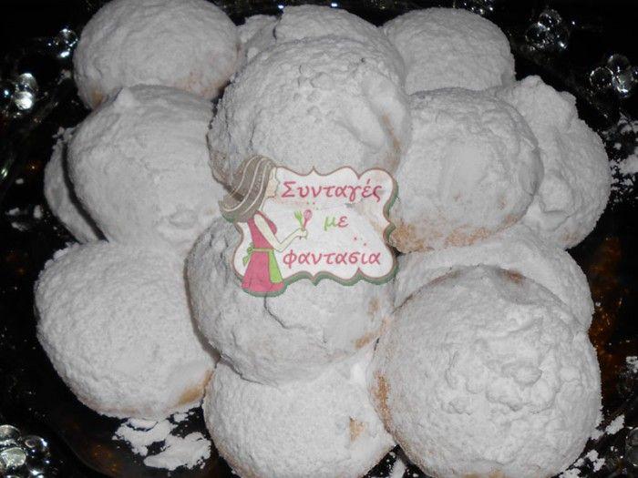 Κουραμπιέδες:  Αφράτοι και νόστιμοι κουραμπιέδες! Φτιάξτε τους στο σπίτι μόνοι σας ή με τα παιδιά σας και χαρείτε τα σπιτικά γλυκάκια σας!!