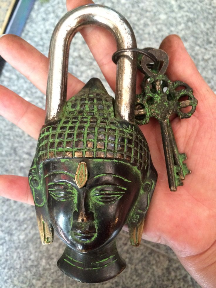 Chinese old style big Brass Carved buddha head statue lock with 2 keys bronze lock decorations gifts metal handicraft