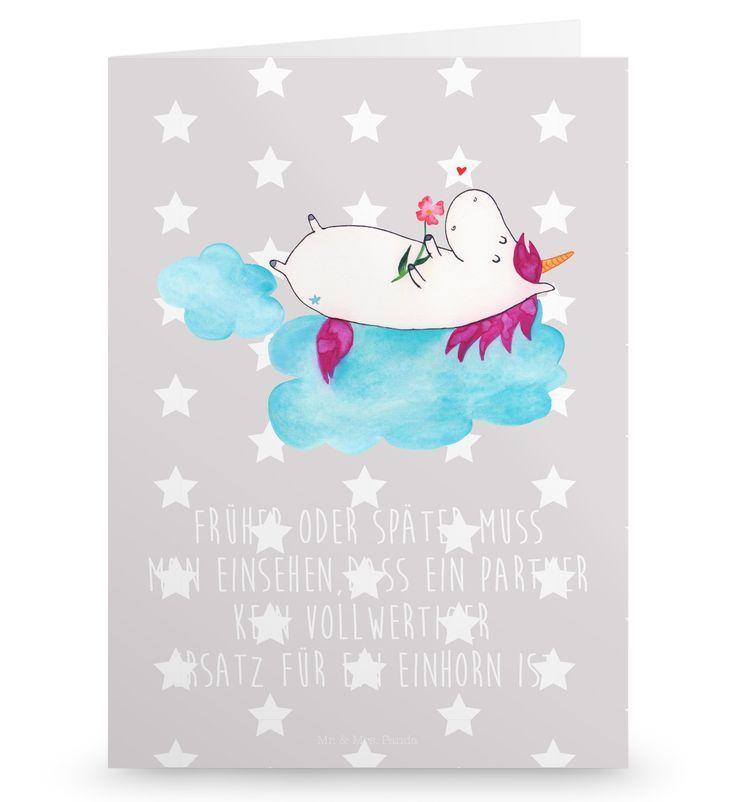 Grußkarte Einhorn verliebt auf Wolke aus Karton 300 Gramm  weiß - Das Original von Mr. & Mrs. Panda.  Die wunderschöne Grußkarte von Mr. & Mrs. Panda im Format Din Hochkant ist auf einem sehr hochwertigem Karton gedruckt. Der leichte Glanz der Klappkarte macht das Produkt sehr edel. Die Innenseite lässt sich mit deiner eigenen Botschaft beschriften.    Über unser Motiv Einhorn verliebt auf Wolke  Das verliebte Einhorn ist der beste Begleiter für jeden Single. Was will man denn mit einem…