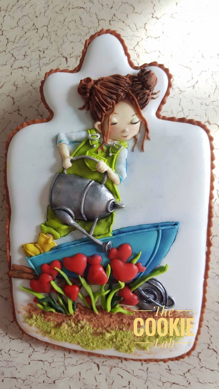 The Cookie Lab by Marta Torres Trial on Vegan/Eggless Coloured Royal icing decorated Cookie.