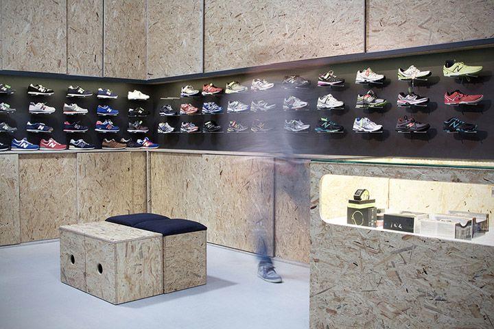 SHOE STORES! Sportguru OSB shop by minimalstudio architects, Warsaw store design