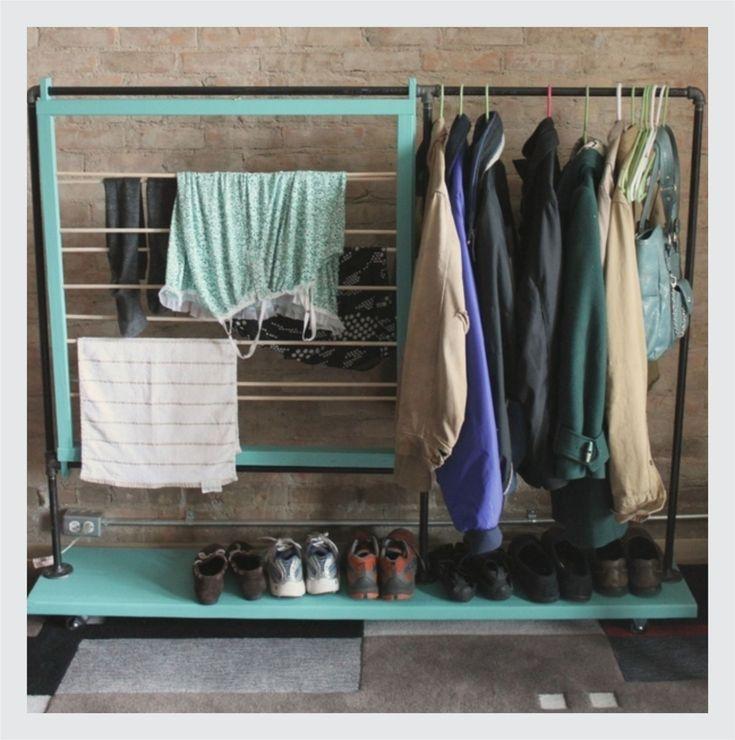 Organizar os utensílios do quarto além de deixar tudo mais prático na hora de usar, ainda faz com que o cômodo ganhe uma sensação de amplitude.