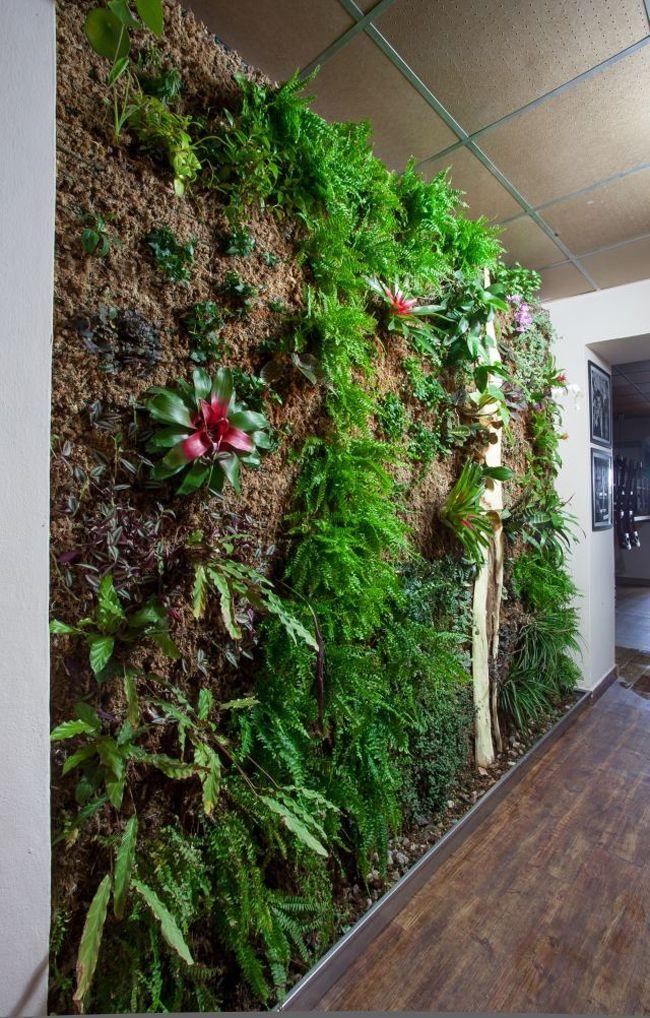 Na pravidelné návštěvníky turnovské kavárny udělala zatím zelená stěna velký dojem. #greenwall #interiér #interior