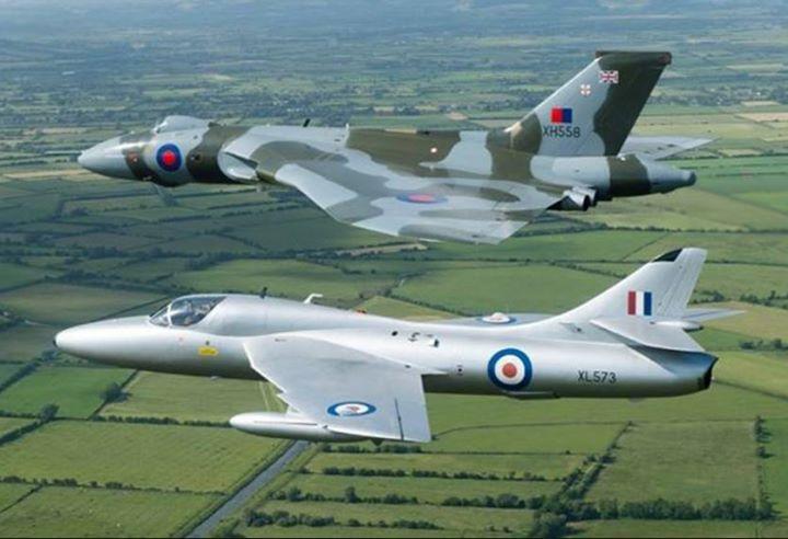 Poetry in flight... #Vulcan #TwittervForce #HawkerHunter #XH558