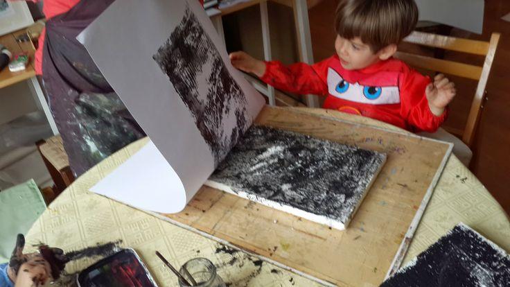 easy printmaking for kids http://cinarslife.blogspot.com.tr/2014/04/gorsel-sanat-dersleri-van-gogh-pera.html