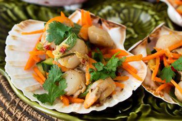 Scallops with crunchy Thai salad