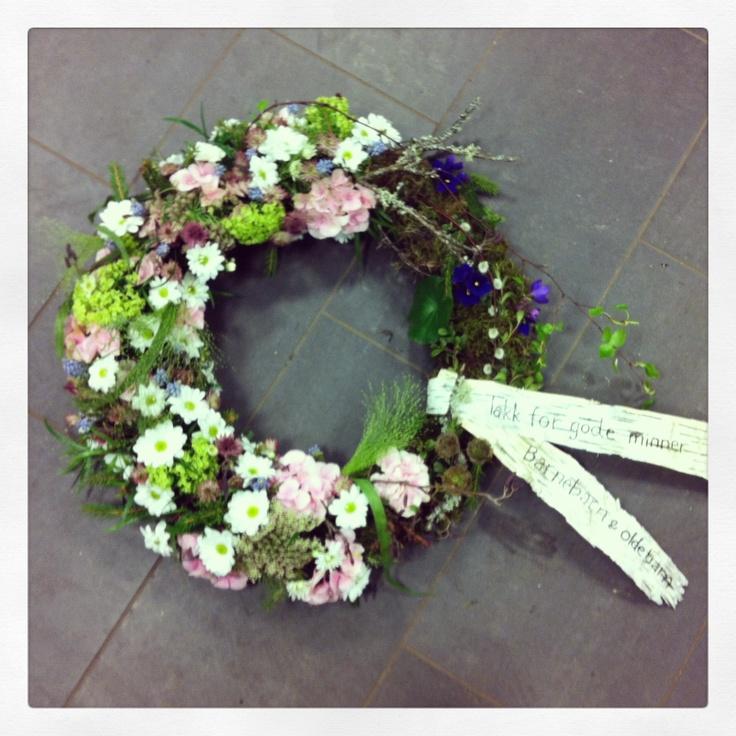 Sympathy wreath. Natural.