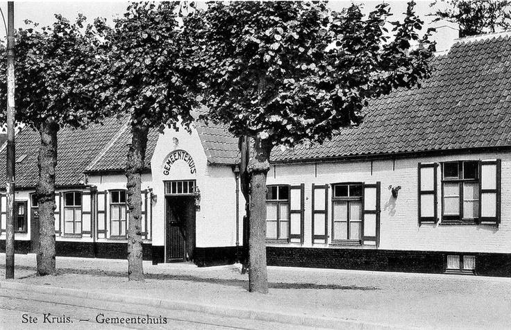 Moerkerkse Steenweg 194 jaren 50 toen nog gemeentehuis van Sint-Kruis