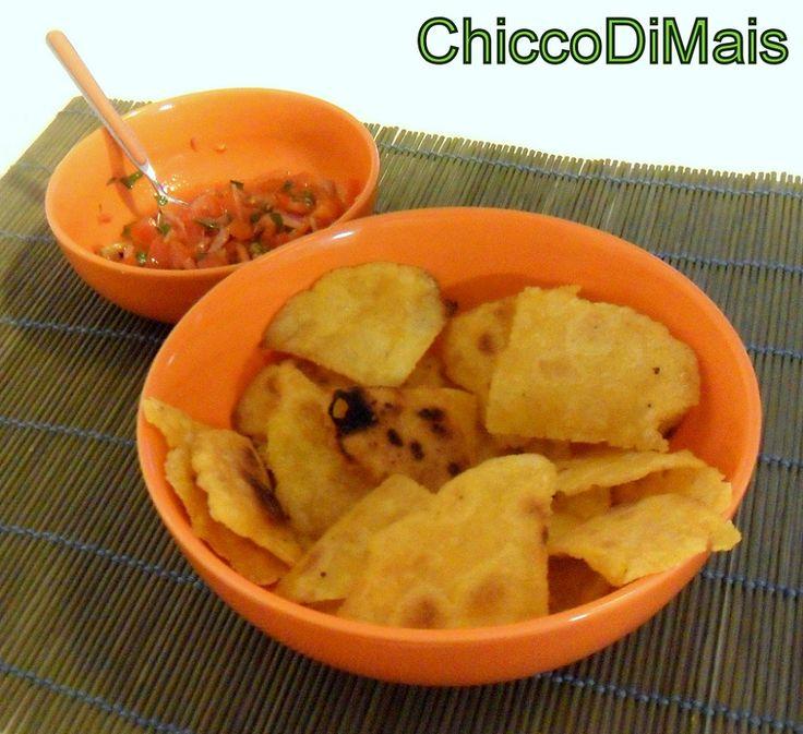 Nachos fatti in casa con salsa pico de gallo (ricetta tex mex). Ricetta per fare in casa i nachos (patatine messicane) in padella e la salsa con pomodori