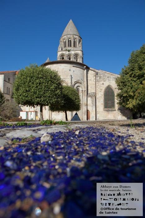Les jardins colorés de l'Abbaye aux Dames... http://www.abbayeauxdames.org http://www.facebook.com/abbayeauxdames