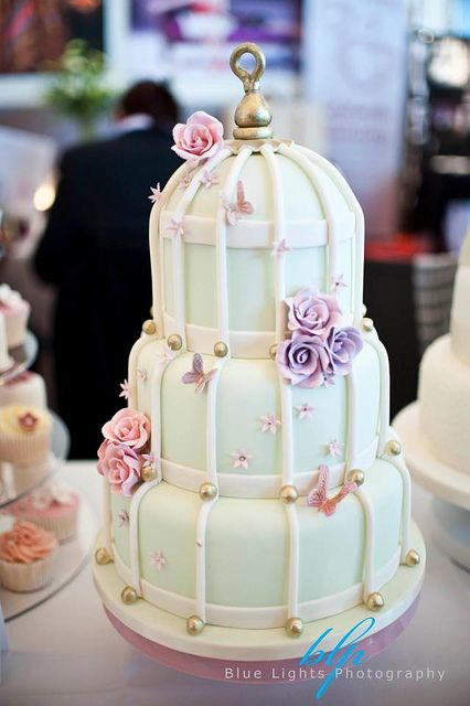 vintage bird cage centerpieces | cage theme why not have a bird cage wedding cake