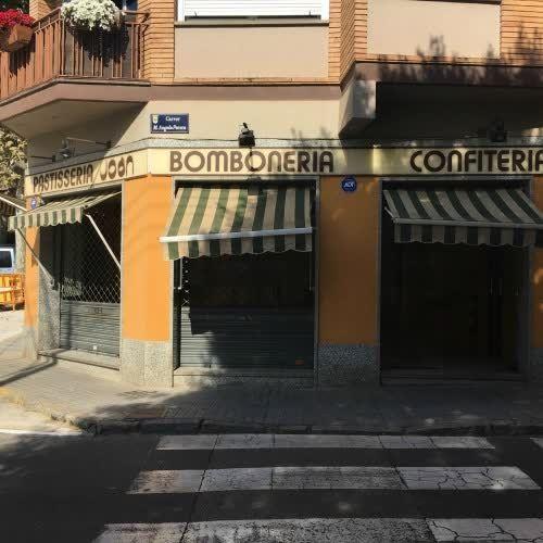 Local en #alquiler #VilassardeDalt    50 m2. Local comercial esquinero, cruce cuatro calles, dos escaparates, 50 m2, aire acondicionado. En zona de mucho paso.    ☎ TC FLATS [934 145 236][info@tcflats.com][Copèrnic 44-bajos Barcelona 08021]  http://qoo.ly/dzeks
