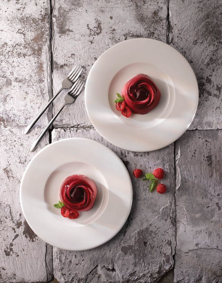 Make your vibrant food stand out with the Churchill Broad Rim Plates by Smart hospitality Supplies.