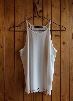 Kup mój przedmiot na #vintedpl http://www.vinted.pl/damska-odziez/koszulki-na-ramiaczkach-koszulki-bez-rekawow/17026237-biala-bluzka-ramiaczka-top-koronka-kwiatki-choker-idealna-boho
