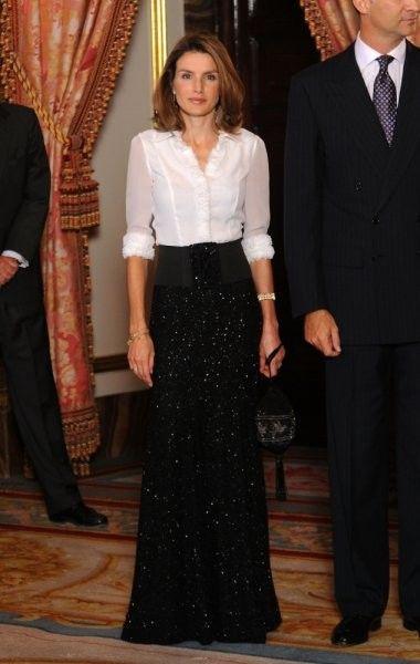 Лучшие образы принцессы Летиции : Принцесса Летиция и принц Фелипе, 2004 год / фото 1