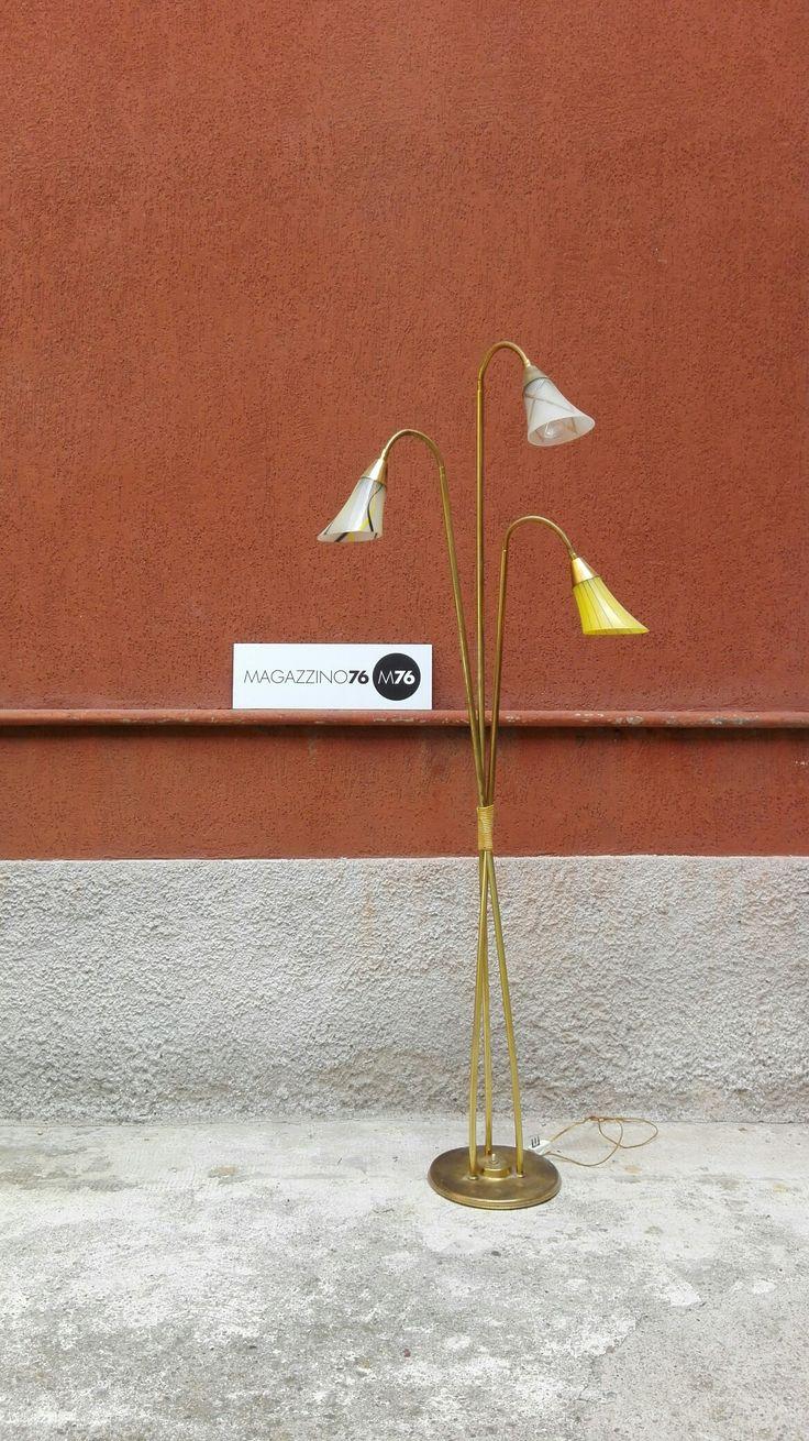 Lampada francese anni 50 in ottone con coni di vetro decorati e direzionabili. Buone condizioni generali. Altezza 170cm #magazzino76 #viapadova #Milano #nolo #modernariato #vintage #design #industrialdesign #furnituredesign #furniture #mobili #modernfurniture #armchair #chair #sofa #poltrone #divani #arredo #arredodesign #anni60 #solocoseoriginali #midcentury #modern #anni60 #rosso #appendiabiti