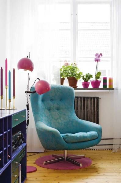poltrona: Living Rooms, Interiors Design, Decor Inspiration, Colors Palettes, Offices Colors, Reading Chairs, Blue Chairs, Blue Colors, Bright Colors