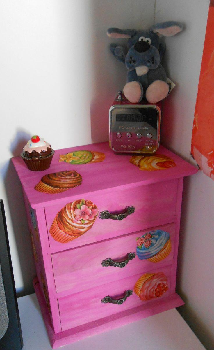 Mobiletto in legno per scrivania decorato con tecnica decoupage