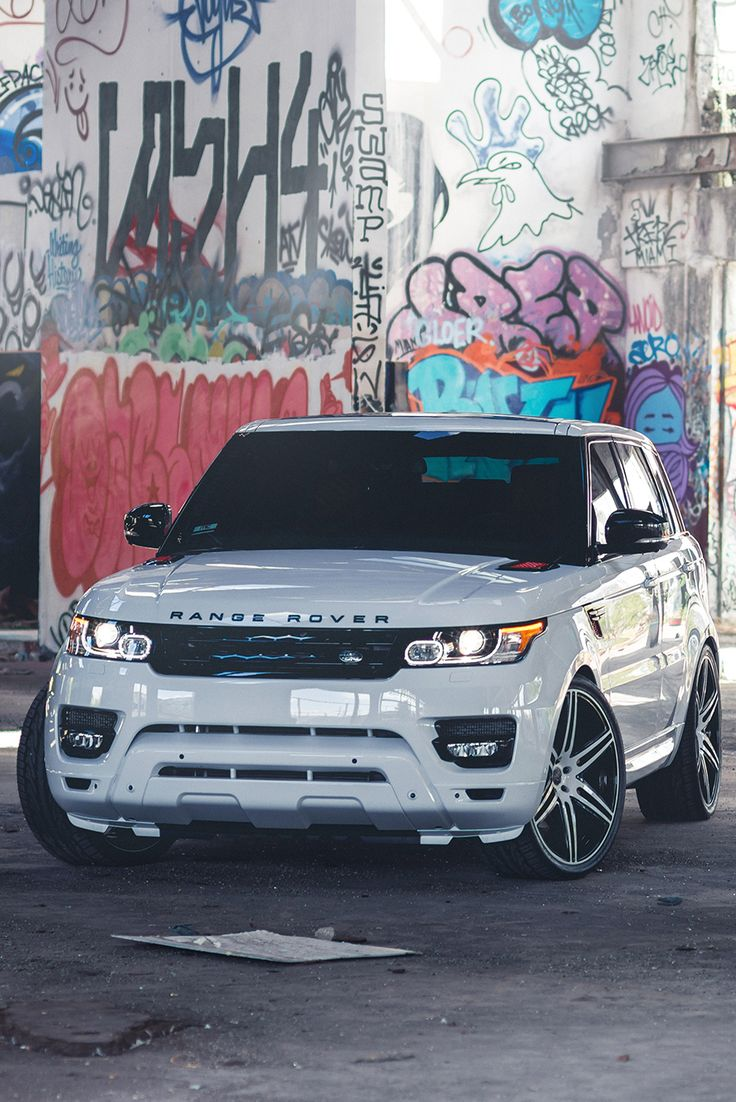 Range Rover, I'm in love but so sad it's not black; what a crime :/