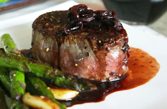 Рецепт соуса для стейка из красного вина с луком-шалот