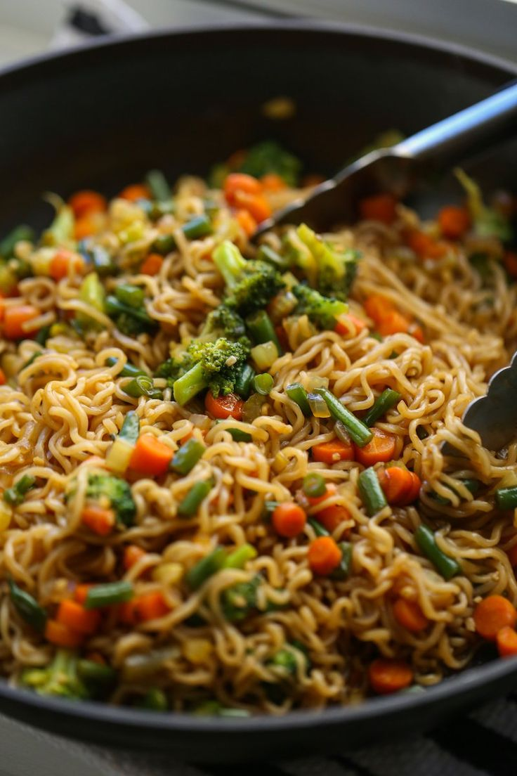 This Ramen Stir Fry is the tastiest noodle dish, ready in 20 minutes! Prepackaged ramen noodles are cooked and stir fried with tons of veggies in a homemade sweet asian sauce. So so tasty and super kid friendly. #Easydinners #dinnerskidslove