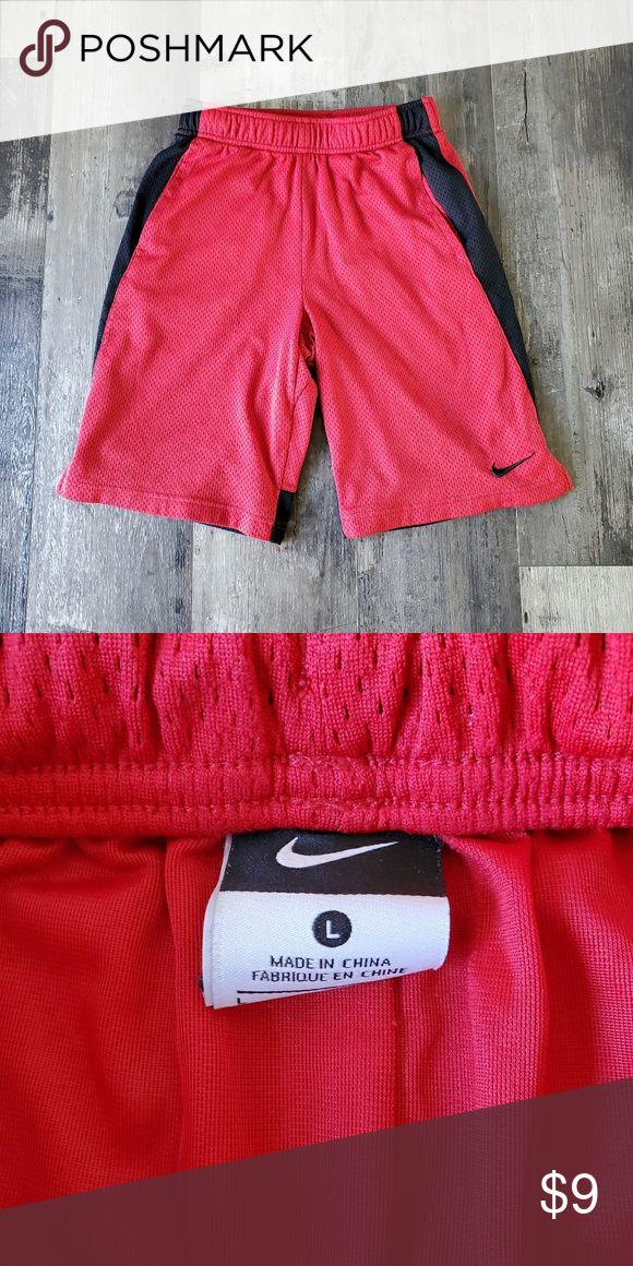 Nike Shorts Jungen klein Guter Zustand Nike Shorts Jungen Größe S Nike Bottoms Shor …   – My Posh Picks