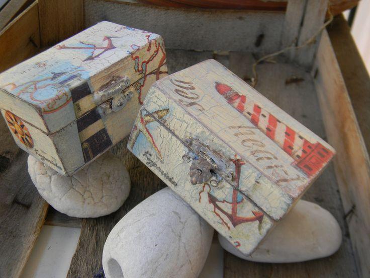 Ξύλινο κουτάκι με παλαίωση και κρακελέ