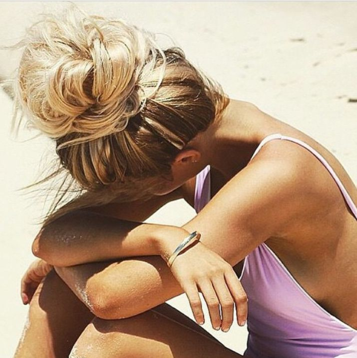 Are You Ready For A Beach Party? Or just throw it in the perfect Top Knot with this easy tutorial | The Lazy Girls Guide To Perfect And Easy On-The-Go Beach Hair Summer, Beach Bum, Gypset, Beach Style, Sun Kissed, blonde bombshell, Brigitte Bardot, sex kitten, top knot, 60s style, perfect highlights, pink swimsuit, Salty, Sandy, Messy Bun, Buns, #summer, #beachbum, #blonde, #bombshell, 10 Beach Hairstyle for Summer 2015 - Half up, Top Knot Bun