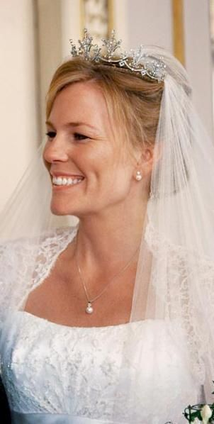 A lovely photo of Princess Anne's festoon tiara, which she loaned to Autumn Kelly when she married Peter Phillips in May 2008.
