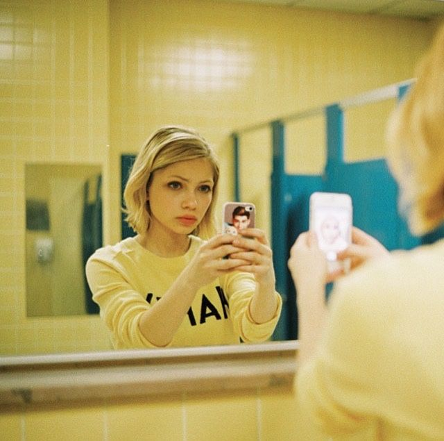 Tavi Gevinson mirror selfie