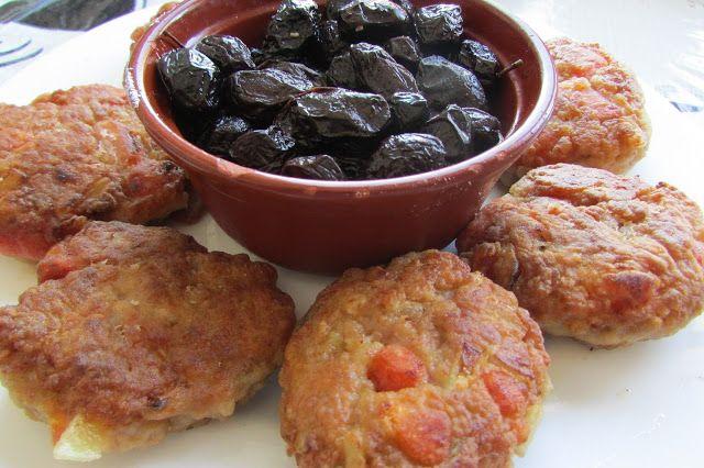 Greckie smaki: Placuszki z mięsem, czyli πιταρούδια με κρέας