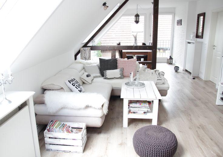 DACHGESCHOSSWOHNUNG // weiß // gemütlich // Inneneinrichtung #Wohnideen #livingroom