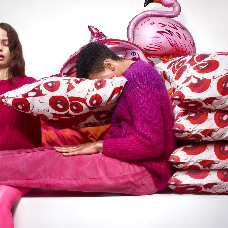 Il blu e il rosso sono i colori predominanti della collezione #GILTIG. #IKEAfashion #KatieEary