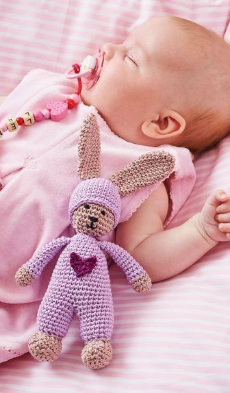 Kuschelhase für Kinder und Babys - Häkelanleitung via Makerist.de