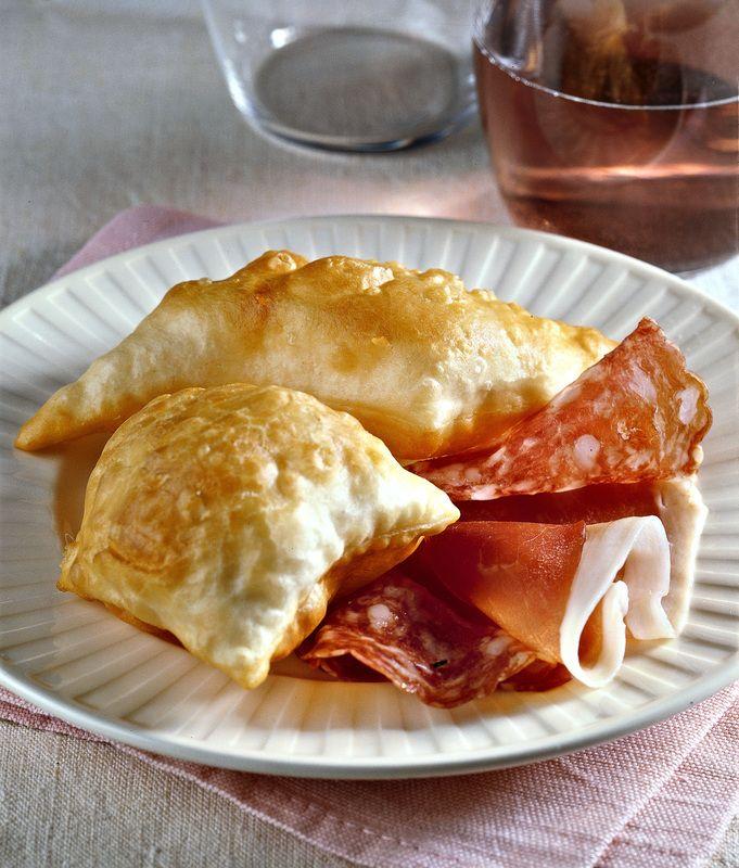 Italian Starters - Crescentine - Gnocco fritto con salumi (salame, prosciutto, mortadella, formaggi e altro)