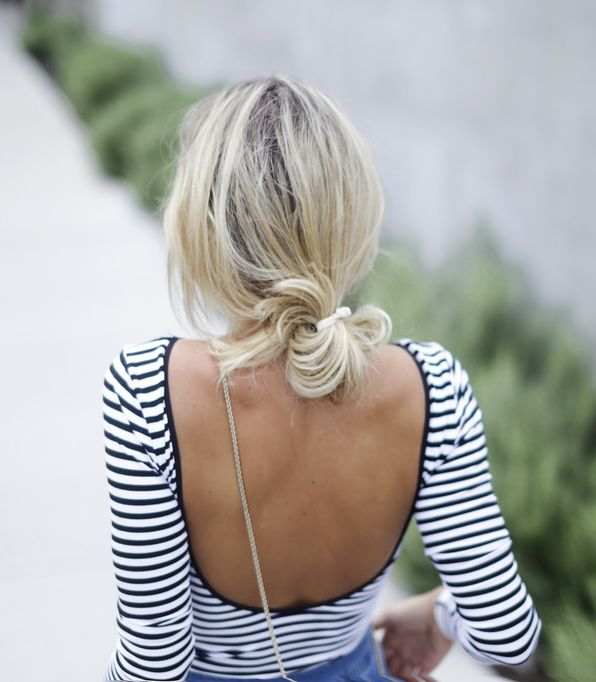Open back, Low bun ~ Décliné en mode marinière, le body se fait irrésistible ! (blog Happily Grey)
