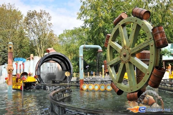 3/14   Photo de l'attraction Splash Battle située à Walibi Holland (Pays-Bas). Plus d'information sur notre site www.e-coasters.com !! Tous les meilleurs Parcs d'Attractions sur un seul site web !!