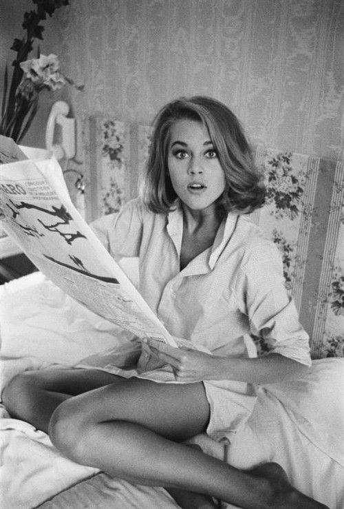 Ⓜ (C) : 0004 / Jane Fonda (1937-....) - es una actriz estadounidense de larga y polifacética trayectoria, que ha trabajado también como escritora, editora de libros y realizando videos de aeróbic, y como activista política y blogger.