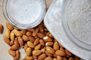 Beneficios de la leche de almendras. La almendra es un tesoro de la alimentación.