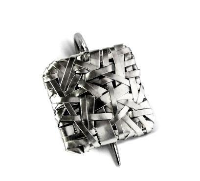 woven square pin – gurgel-segrillo