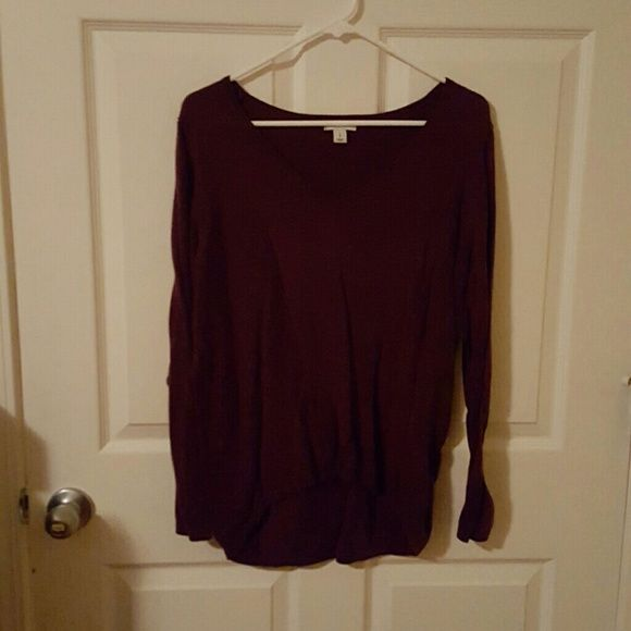 Old Navy sweater Like new worn a couple times Old Navy Sweaters V-Necks