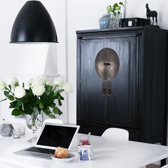 Elegant black and white from @houseofphilia. Find your own contrast, link in profile. #blackandwhite #chinese #cabinets