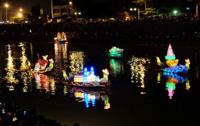 festival lampion banjir kanal 2016festival lampion banjir kanal 2016